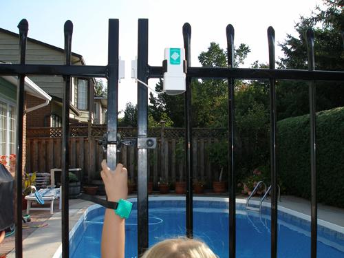 Door alarms wireless for swimming pools